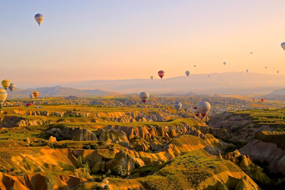 hot-air-ballons-828967.jpg